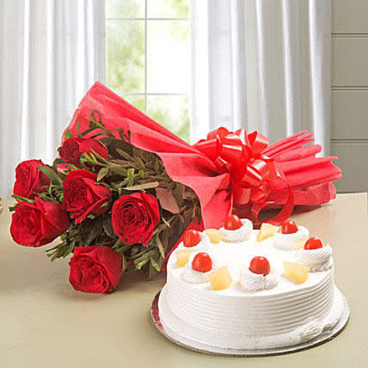 Red Roses & Pineapple Cake Combo